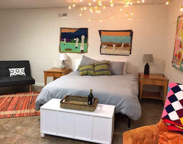 Private and convenient, with a bit of artsy - Nashville - House