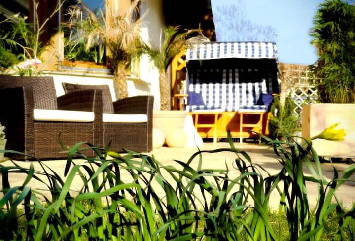 Quiet Sunny City House & Garden & Jacuzzi & AC