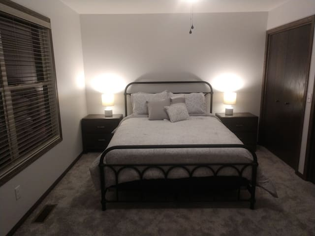 Queen master bedroom, his and her closets, 5 drawer chest, 2 nightstands