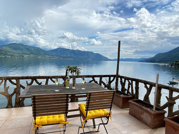 Charming lakefront apartment with wow-views!
