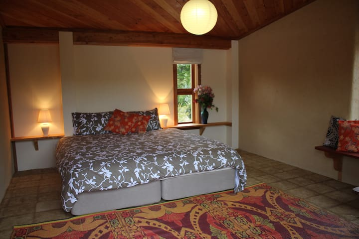 Sanctuary Springs - Pacifica room - Puramahoi - Erdhaus