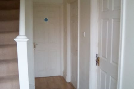 Nice Rooms For S/M groups close to city,shops. - Newcastle upon Tyne - Ház