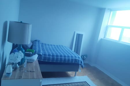 Private Room in Downtown East Side - Females Only