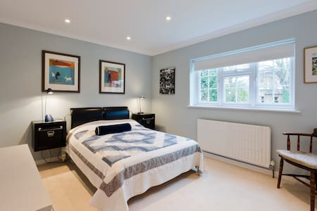 Comfortable, clean, convenient. - Claygate - House - 1