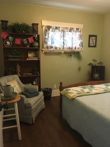 Art, quilt and pottery collectibles in a relaxing environment.