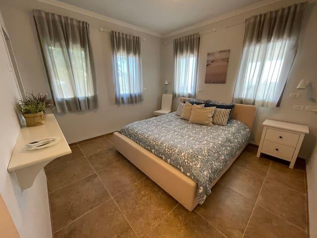 Bedroom D (double, en-suite).