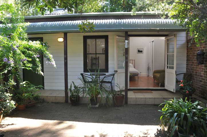 Quiet studio and garden in interesting Inner West - Summer Hill