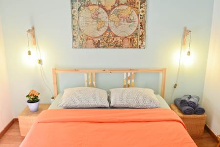 Quirky room with balcony in center of Porto - Porto