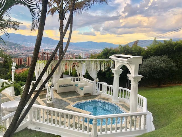 Mansion Medellín Luxury Hosts