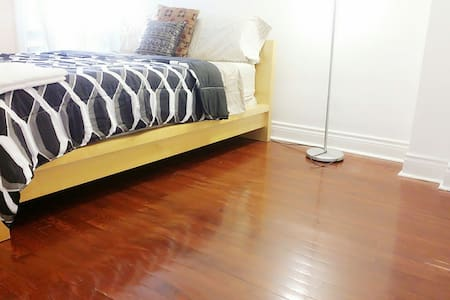 Warm&Sweet Private Room Queen Bed Downtown Toronto - Toronto - House