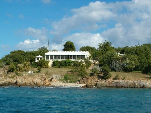 Beachfront Guest House at Shipwreck Point Estate