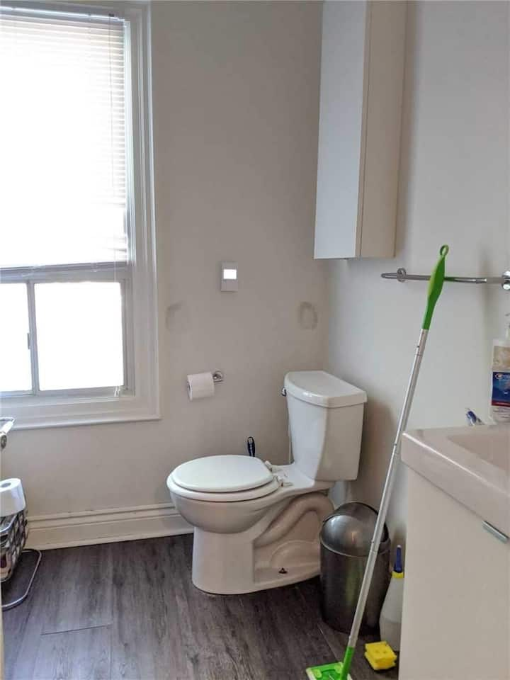 Centrally Located 2 bdr Apartment!