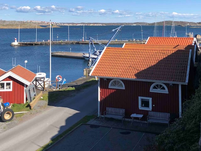 Stuga i Hyppelns hamn med boulebana!