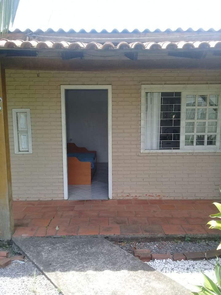 Casa próxima a Unisc com amplo espaço de lazer