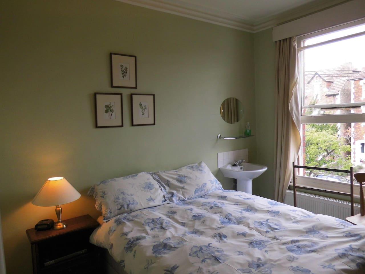 Room 3 Budget double room - shared bathroom -  image 1