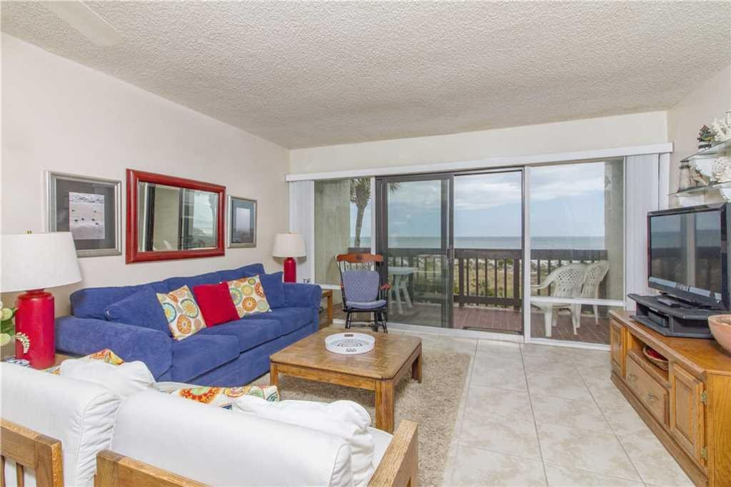 The living room's view is spectacular - The airy living room opens onto the balcony, which in turn overlooks the soft white sands