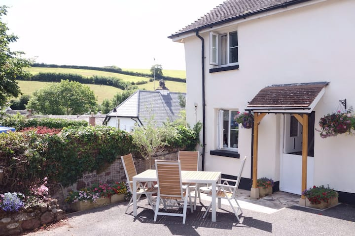 Orchard cottage. A rural delight close to the sea