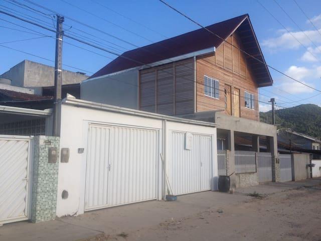 Kitinete nova com ar condicionado 5km da praia - Camboriú - Apartment