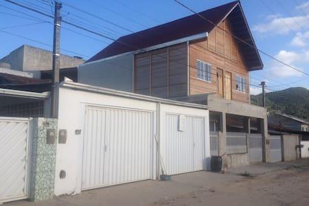 Kitinete nova com ar condicionado 5km da praia - Camboriú - Appartement