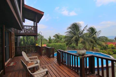 Hermosa casa con vistas a la montaña y piscina