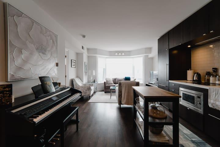 Luxury (1BR) Yorkville Apartment (w/parking)