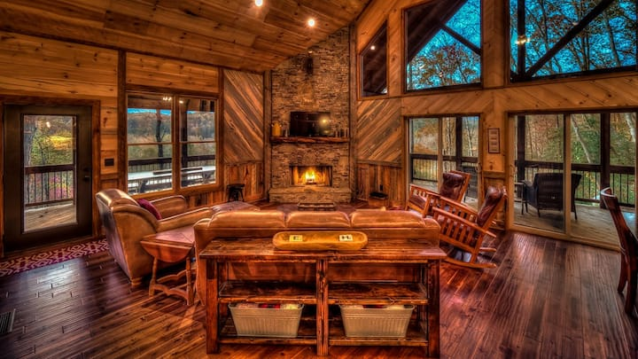 Highland Harmony- Outdoor Fireplace | Master on Main | Peaceful Escape