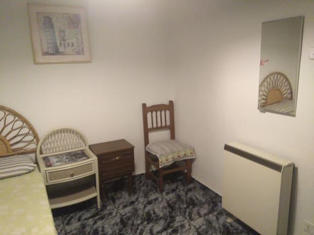 For Girl/couple-Room with access to kitchen.