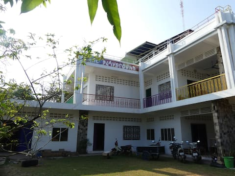 $5 Tent @ The Playground Kampot