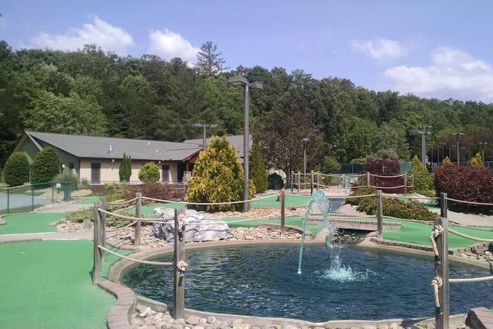 Resort's mini golf