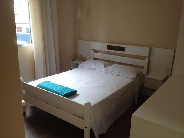 Quarto de casal em Hotel em Osasco