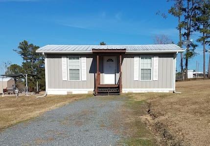Cabin #1 Redbud Lake Rentals