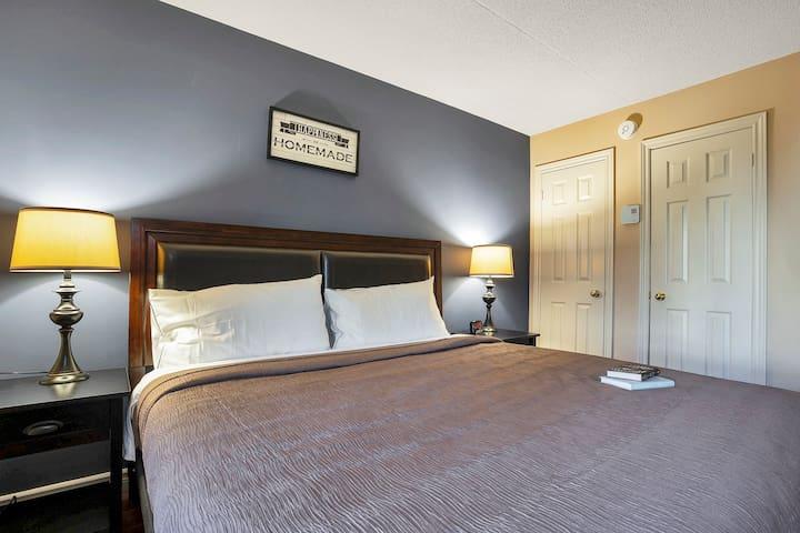 Bedroom 2 - King Bed - Ground Floor