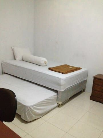 Trundle bed 90x200 accommodate 2 persons