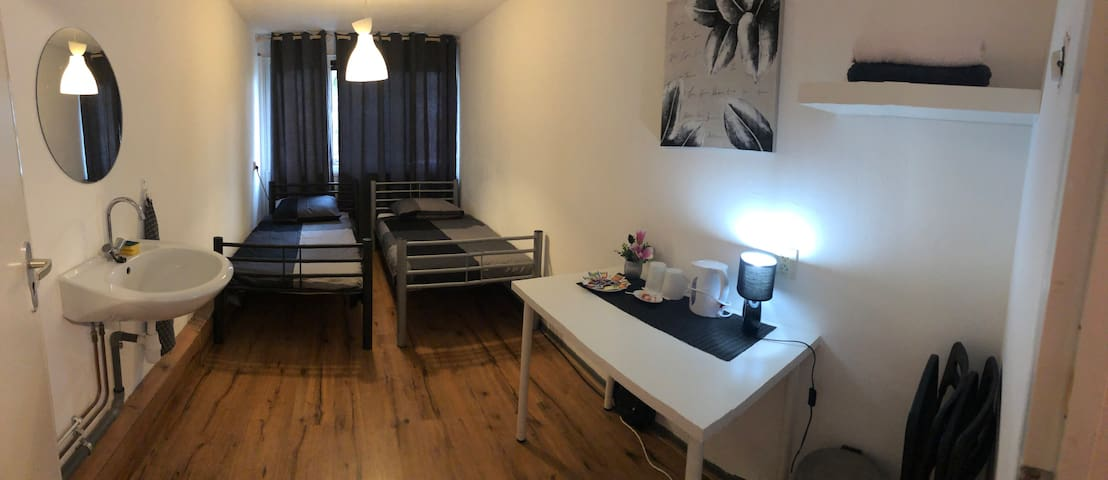 Spacious room in Amsterdam close to Ajax & Center
