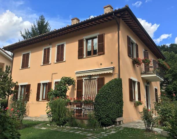 """Casa Vacanze """"Il Giardino"""" - Visso - Apartemen"""