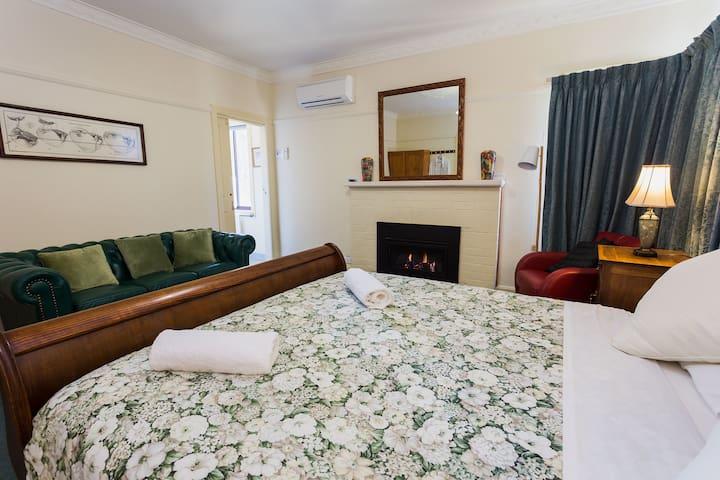 Nazaaray Beach House - 1 Bedroom