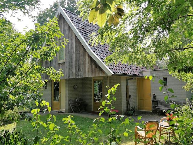 Uniek punt in de Twentse natuur - met grote tuin