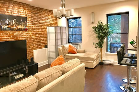 Spacious Home Close to Everywhere - New York - Apartment