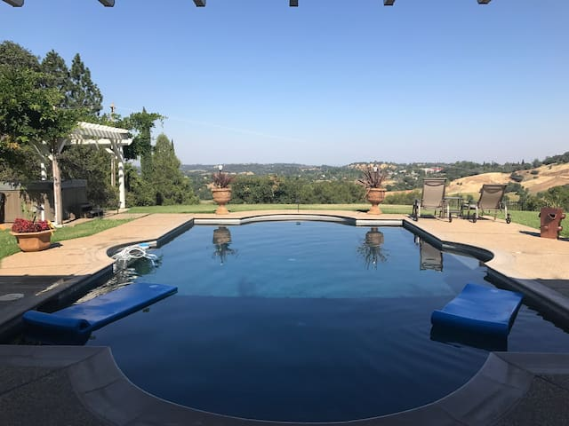 Auburn/Newcastle Pool House w/Views & Sunsets