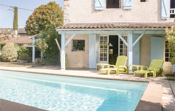Holiday cottage with 4 bedrooms on 250m² in Escos
