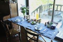 la table du petit dejeuner
