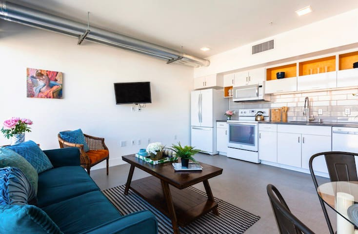Bright 1br apartment in the heart of SanDiego