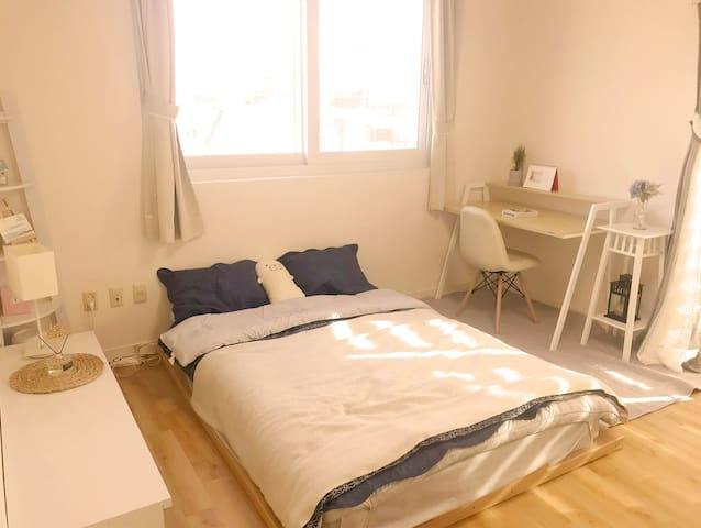 Calm and Friendly Mary House's White Room in seoul