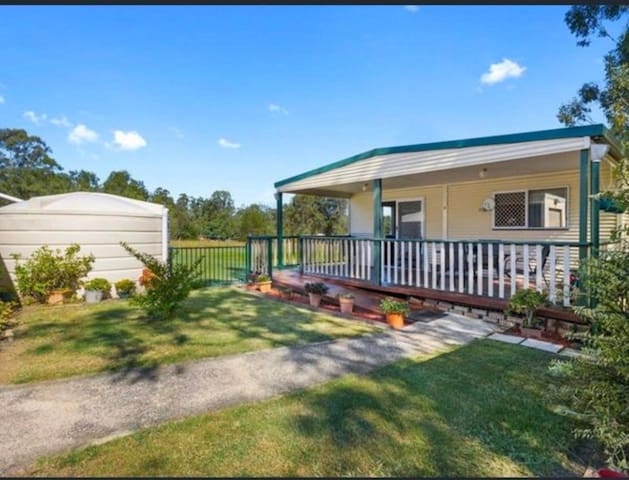 Quiet Retreat ★ close to Willowbank Raceway!