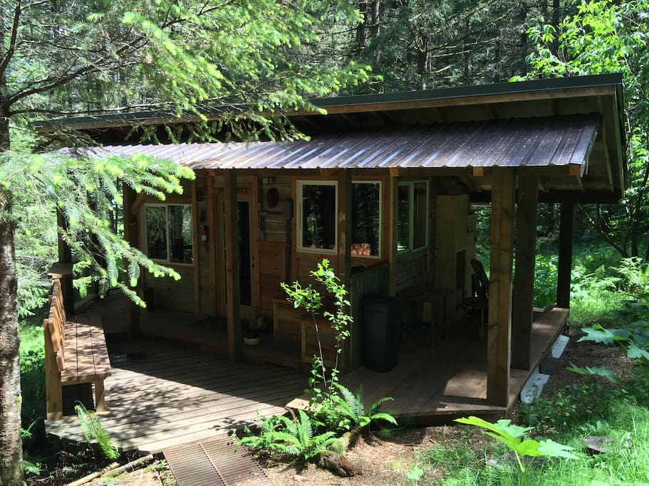 The upper cabin rustic romantic private cottages for for Romantic cabins oregon
