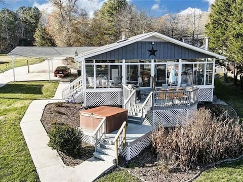 Lake front property with optional pontoon
