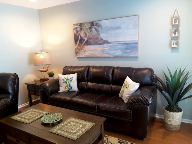 Newly remodeled 1 BDRM, 2 heated pools, beach