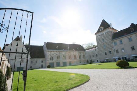 Übernachten Sie im Schloss Walpersdorf - Walpersdorf - Lejlighedskompleks