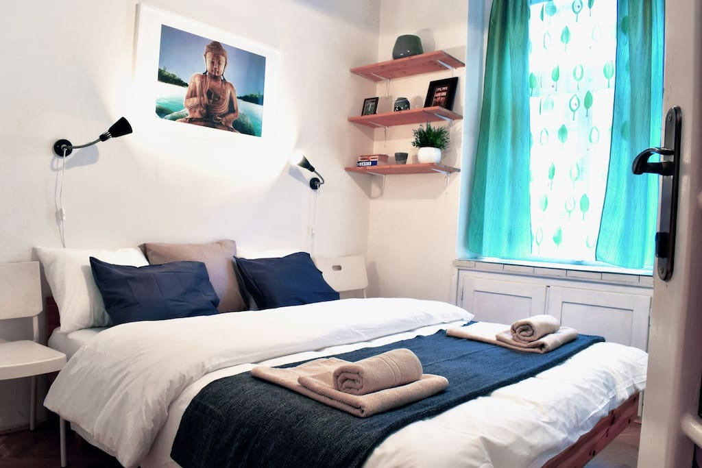 Bedroom with a Queen Size bed and fresh,