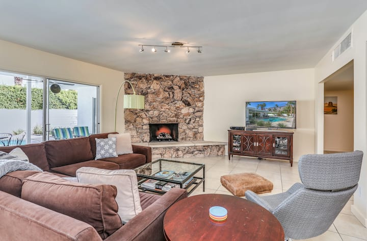 Classic, mid-century modern home w/ mtn views, private pool and spa - dogs OK!